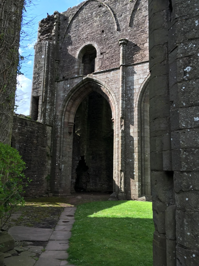 Llanthony Priory 18.jpg