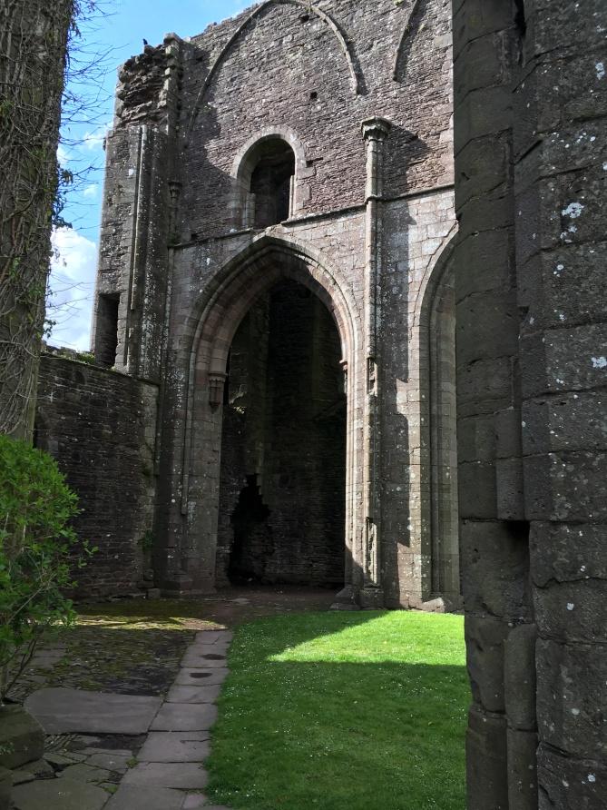 Llanthony Priory 18.jpg